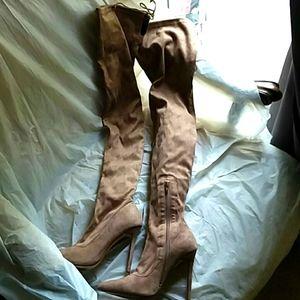Liliana Over knee faux suede stiletto boots 7 euc